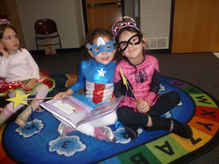 The cutest superheroes reading a book together. Baw!
